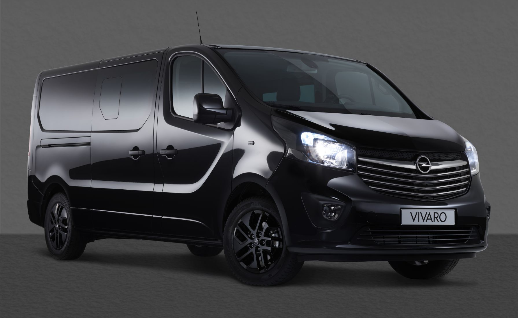 Opel Vivaro Black Edition
